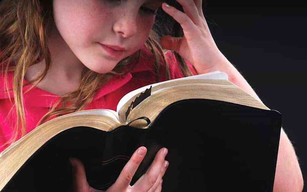 Young Bible Readers More Likely to be Faithful Adults, Study Finds