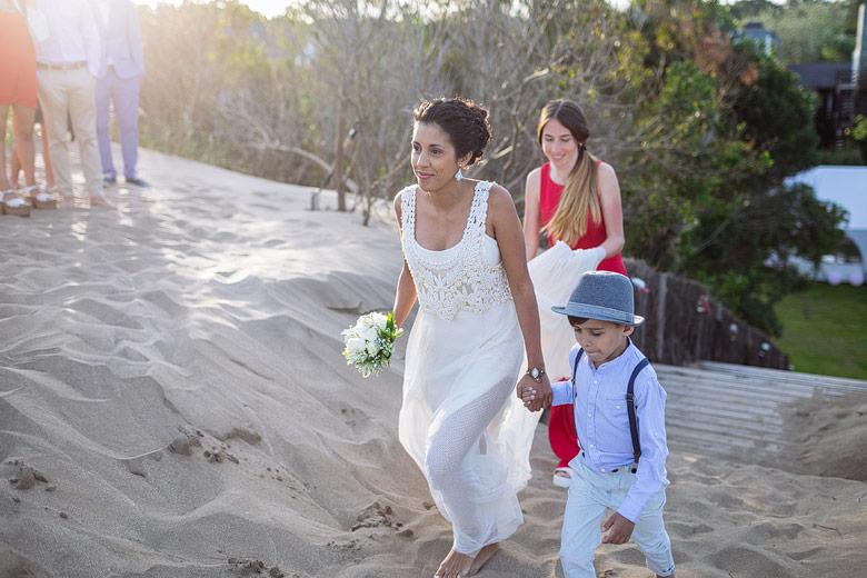fotoperiodismo de bodas en la playa