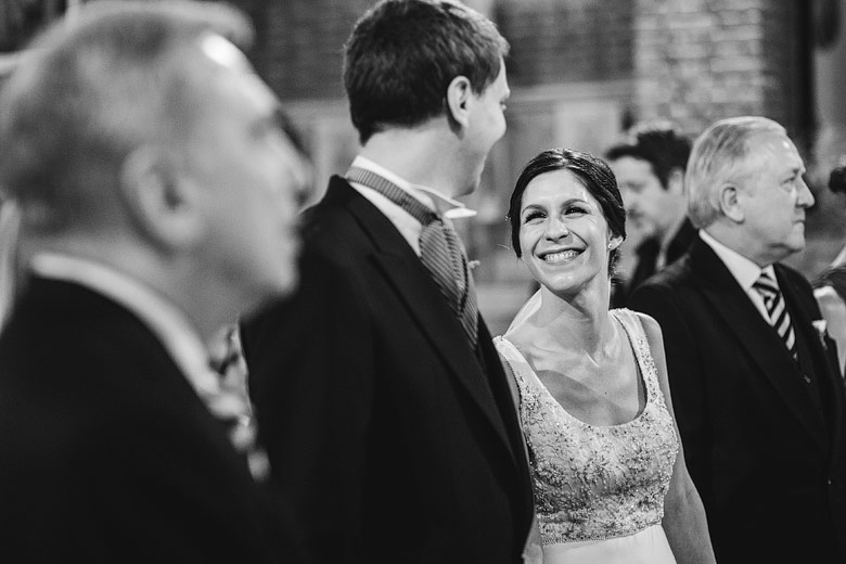 foto espontanea casamiento en iglesia