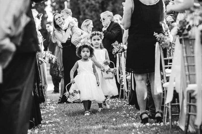 cortejo de niños en casamiento
