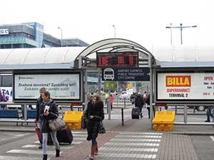 Автобусная остановка в пражском аэропорту