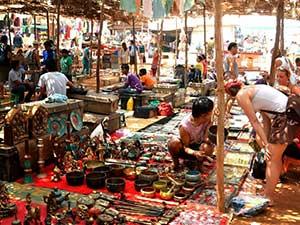 Рынок индийских сувениров в Анджуне
