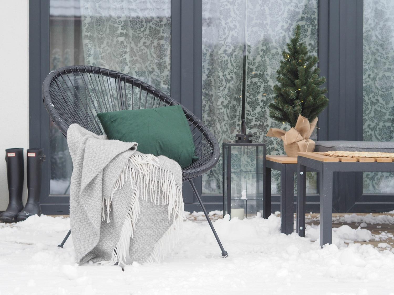 Pierwsza, zimowa aranżacja małego tarasu- chodźcie, chodźcie- jest pięknie!