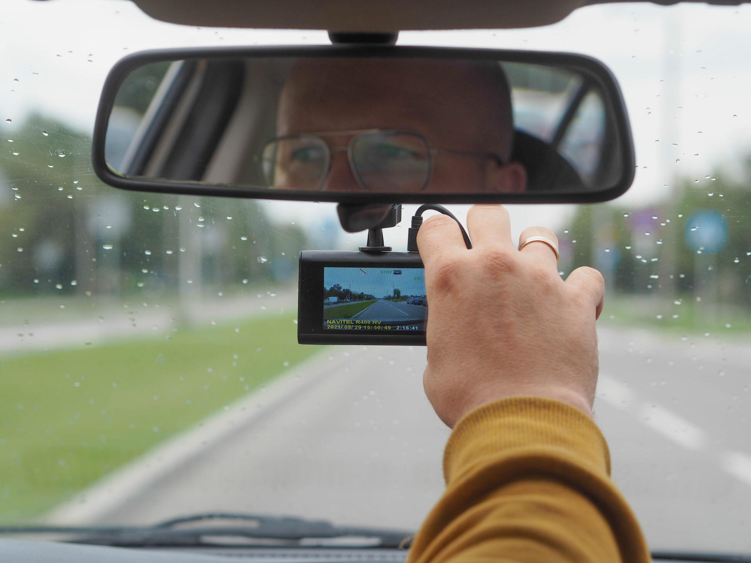 Kamerka samochodowa na każdą kieszeń- recenzja kamerki NAVITEL R400 NV.