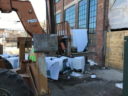 dishwashers loading in