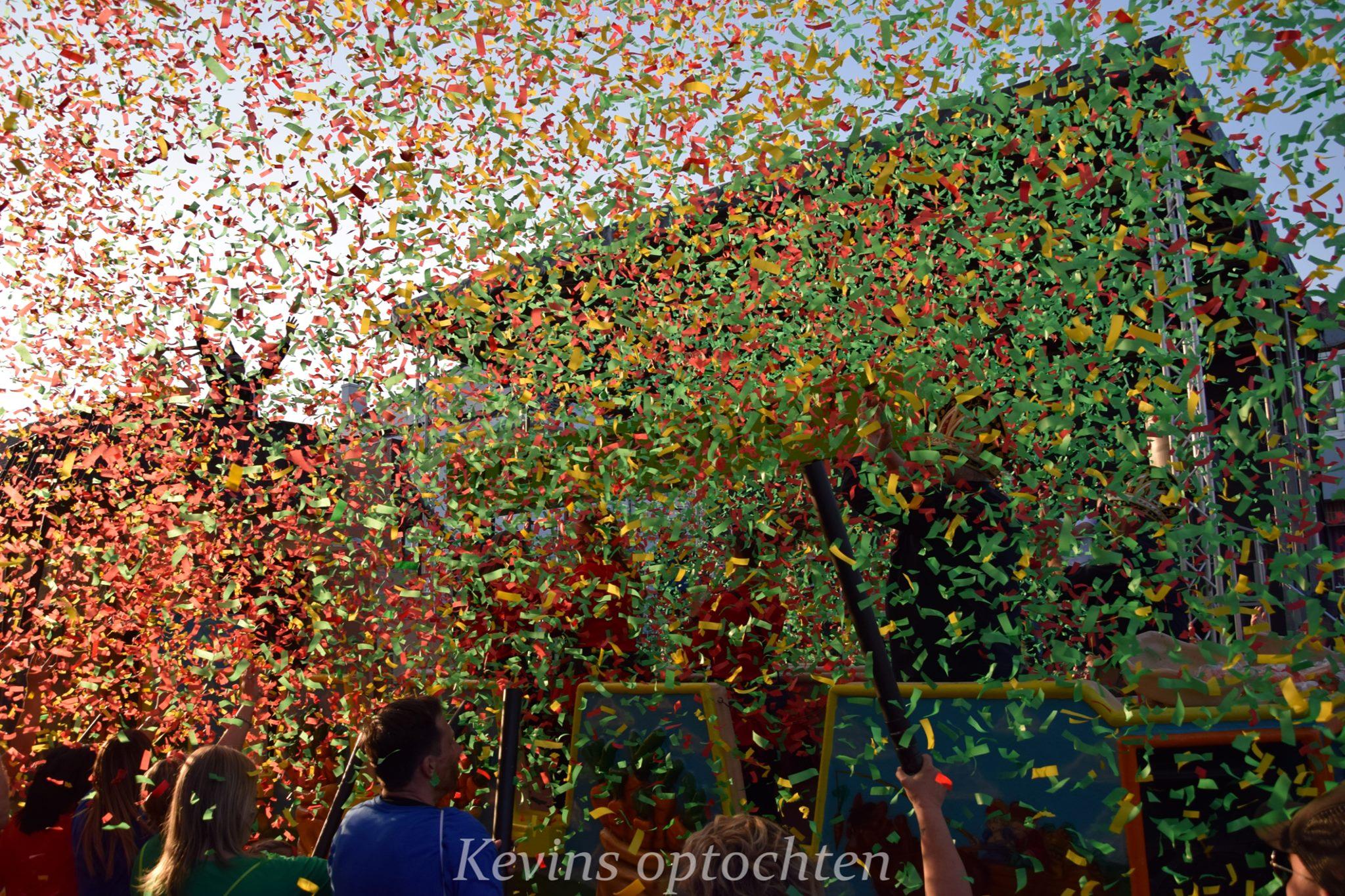 Carnaval in Limburg Stoet Veldwezelt