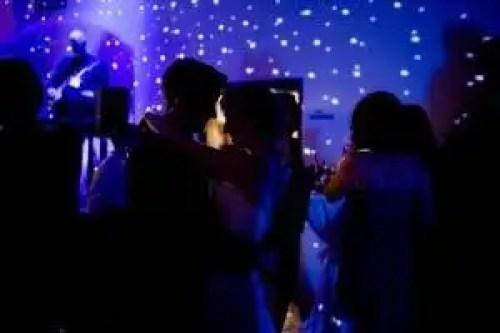 Bruiloften, Roel Thomas zanger gitarist troubadour DJ