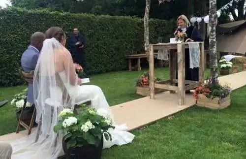 Thuis bruiloft tuin Roel Thomas