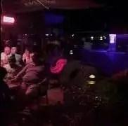 Live muziek met Roel Thomas bij vakantiehotel Der Brabander in de tuin