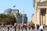 A side view from Brandenburger Tor towards the Reichstag.