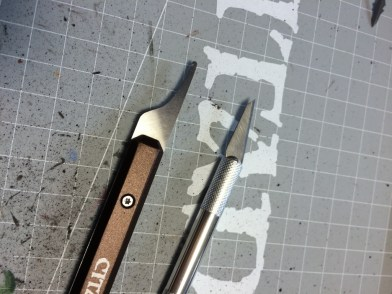 Use the scalpel for small details. For legs and heads feel free to carefully apply the Citadel tool.
