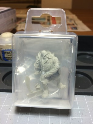 The model comes in 3 pieces. From the outside the cast quality looks great.