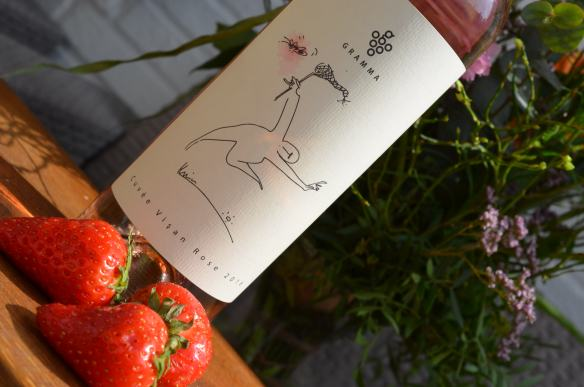 Gramma Rose. Light and cheerful. 60% Feteasca Neagra (Black Maiden) + 40% Merlot. Great harmony between label and wine. Light and cheerful. Pale salmon colour. Aroma of red fruits, strawberry some white peppercorns. Good acidity.
