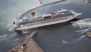 Cruise Skiw på vej til anløb i Aarhus Havn // foto: Kim Haugaard