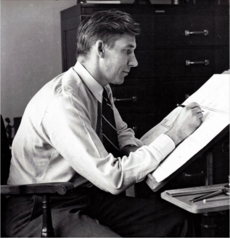 Serietecknaren Don Trachte vid ritbordet med sin tecknade serie, Henry.