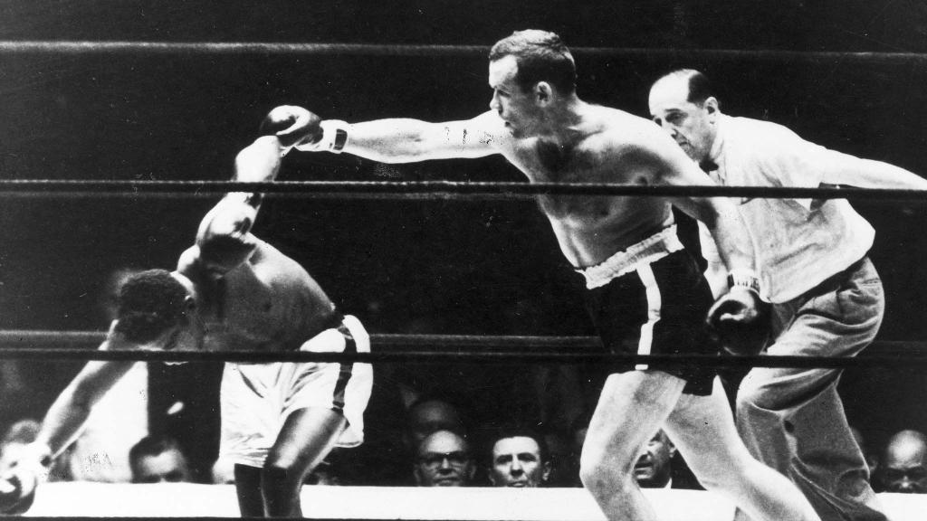 Ingemar Johansson blir världsmästare i tungviktsboxning 1959 i matchen mot Floyd Patterson. Vann på knockout i tredje ronden. Foto: TT/UPI