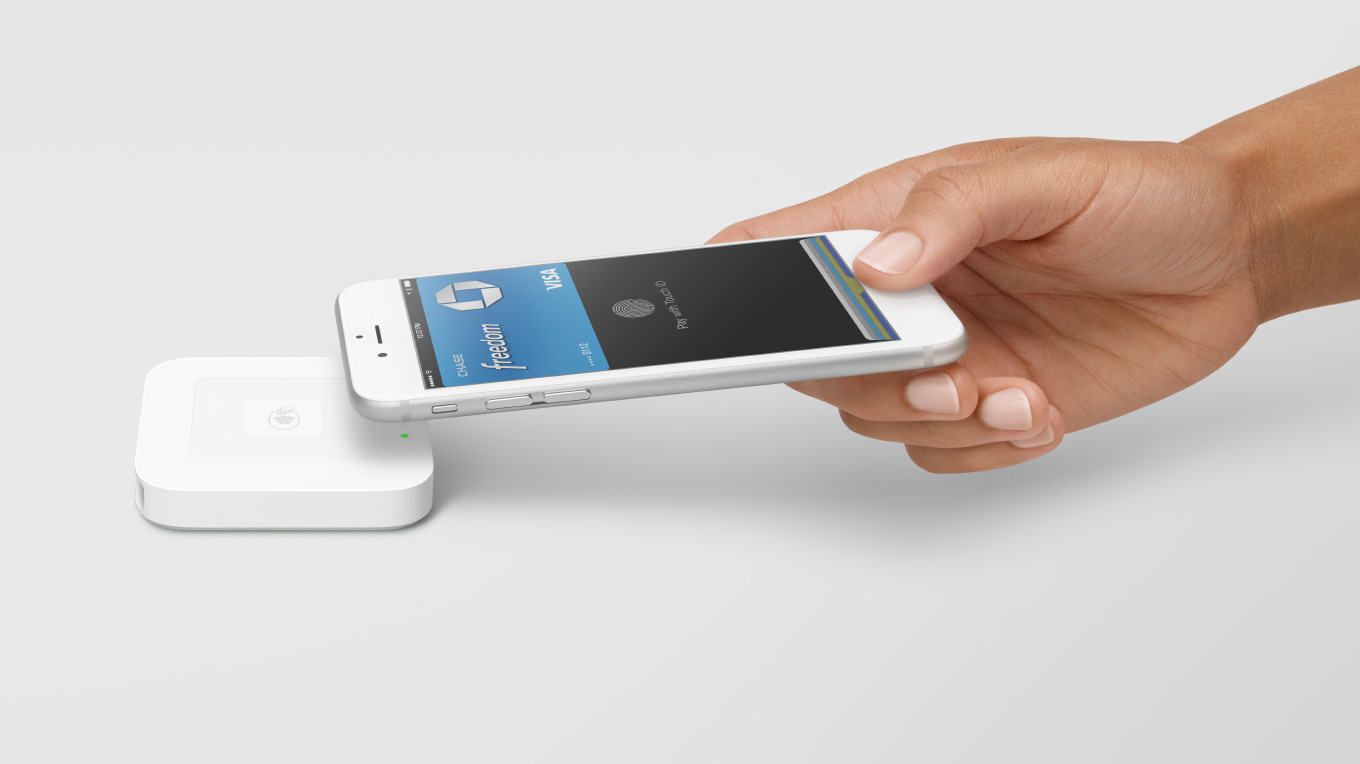 Square is selling its NFC payment reader in Apple Stores