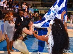 Hommage au Drapeau de l'école par la RAINHA de BATERIA