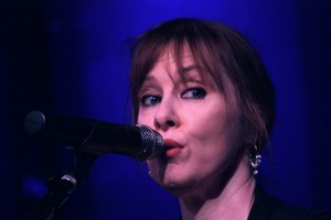 Suzanne Vega at Club Helsinki Hudson 6.22.13 (by Seth Rogovoy)