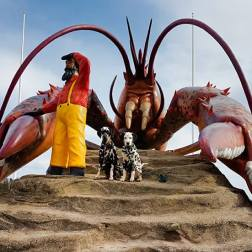Posing with roadside attractions like the Giant Lobster in Shediac, NB is a favourite pet-friendly activity for RandomsTravels.