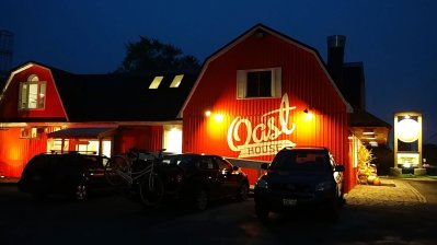 Roguetrippers-visit-Oast-house-brewery-NOTL-for-Low-Country-Boil