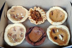 Roguetrippers enjoyed a boxful of tarts from Culbert's bakery in Goderich for the Buttertartquest.