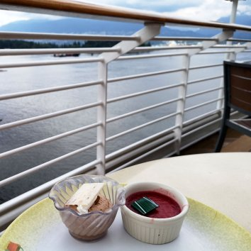 Disney-Cruise-food-options-and-service