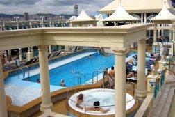 cruise-norwegian-swimming-pool