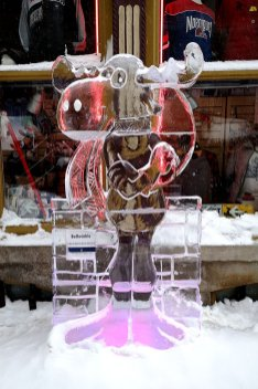 Bullwinkle-Moose-Ice-Carving-Carnaval-Quebec
