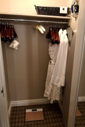 closet-bathrobe-chateau-frontenac