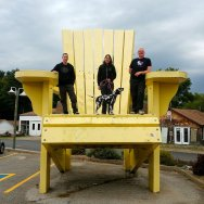 Roguetrippers and RandomsTravels visit the Big Yellow Muskoka Chair at the Sawdust City Brewing Company