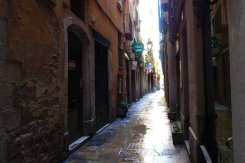 Walking-through-Barcelona-Gothic-quarter