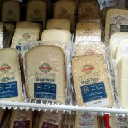Roguetrippers-enjoy-visit-Stonetown-Artisan-cheese-Perth-County