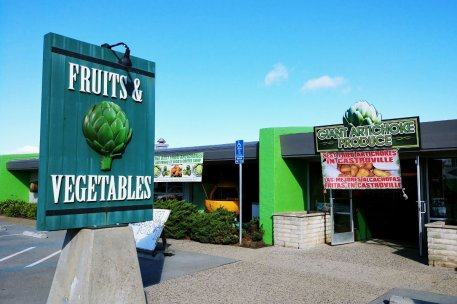 Roguetrippers stopped at the Giant Artichoke fruits and vegetable stand to get some snacks and deep fried artichokes