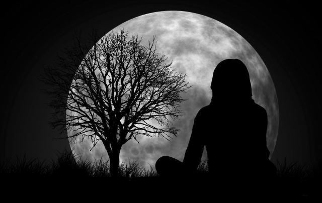 moon-1815984_1920 BW