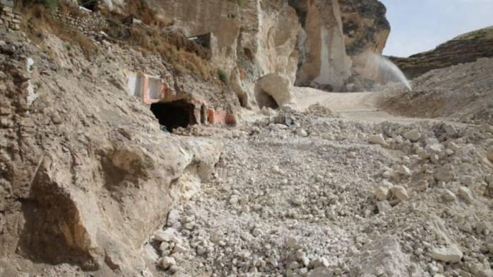 Hasankeyf: une grotte vieille de 10.000 ans recouverte de béton