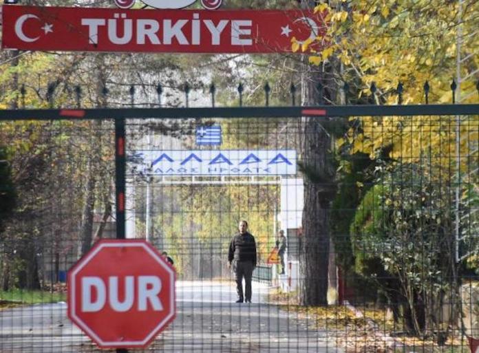 Expulsé par la Turquie, un membre de Daesh est bloqué à la frontière turco-grecque