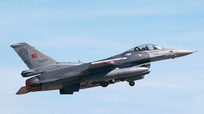 Des avions de guerre turcs bombardent les montagnes du Kurdistan