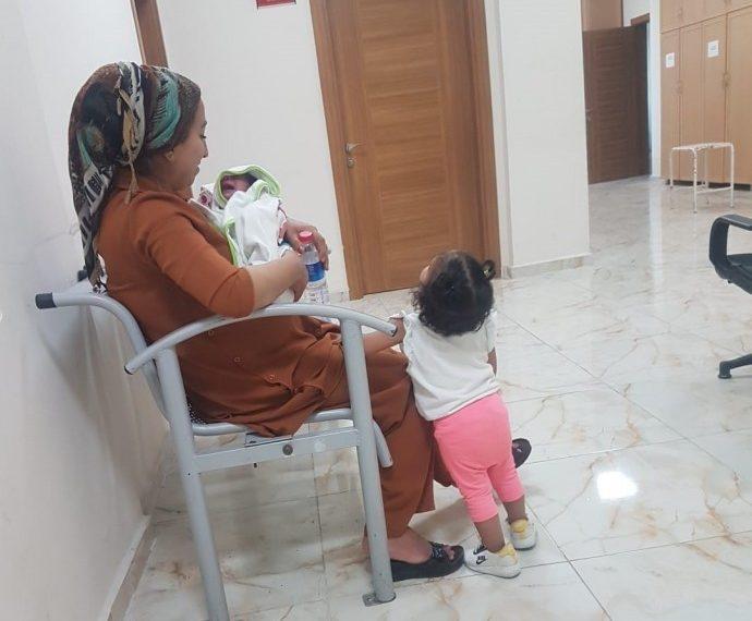 Convoquée par la police turque pour être entendue dans le cadre d'une enquête, Eylem Oyunlu a été arrêtée avec son bébé de 10 jours et sa fille de 2 ans.