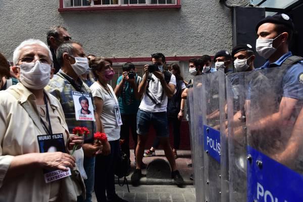 La police turque a empêché le rassemblement des Mères du Samedi sur la Place Galatasaray, destiné à demander justice pour les personnes disparues