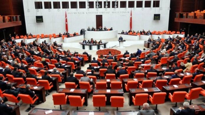 Le parlement turc a adopté, mercredi 7 octobre, une loi permettant à la Turquie de poursuivre ses incursions militaires en Irak et en Syrie