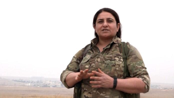Barin Kobanê, commandante des YPJ: les forces kurdes sont déterminées à défendre la ville d'Aïn issa contre les forces d'occupation turques.
