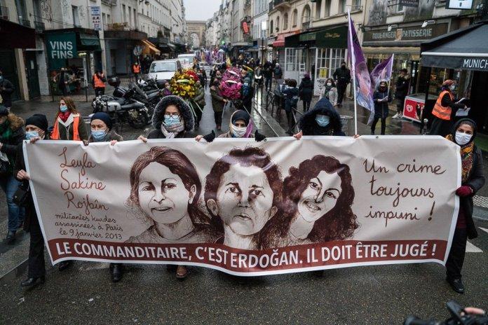 Un hommage a été rendu ce mercredi, à Paris, aux militantes kurdes Sakine Cansiz, Fidan Dogan et Leyla Saylemez exécutées dans la capitale française, il y a huit ans, par un agent des services de renseignement turcs (MIT)