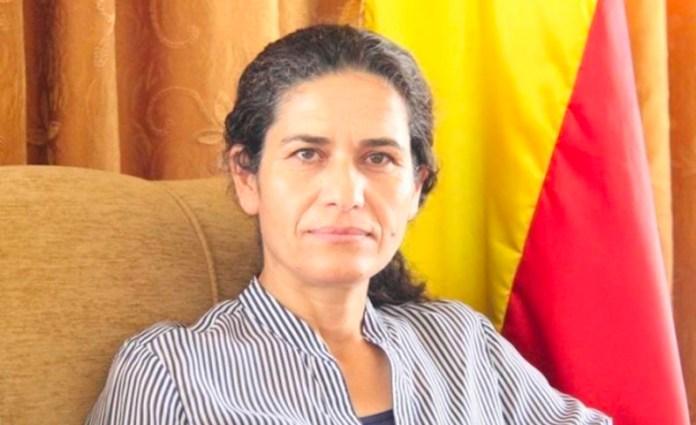 «Les femmes devraient unir leurs forces contre la mentalité djihadiste et s'engager plus activement dans le projet politique mis en place dans le nord-est de la Syrie», a déclaré lham Ahmad, présidente du conseil exécutif du Conseil démocratique syrien (MSD), suite à l'assassinat par l'EI de deux femmes politiques kurdes dans la région de Hassaké.