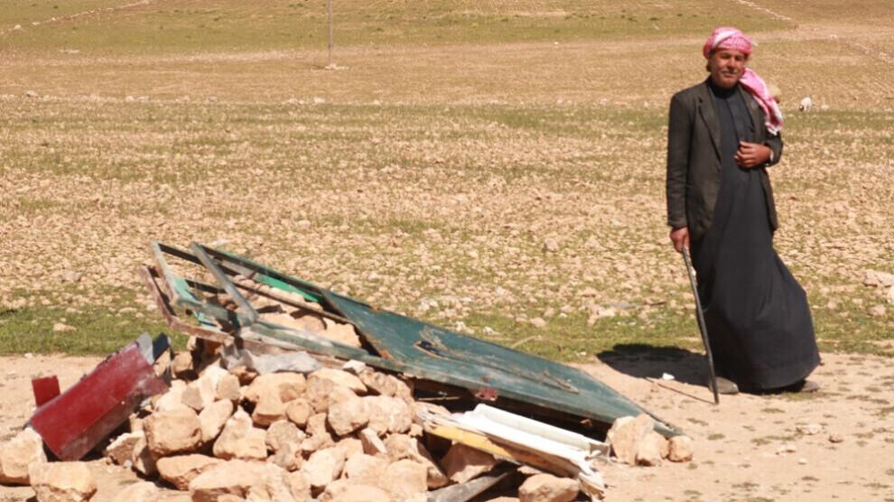 Les villages autour d'Aïn Issa sont bombardés quotidiennement par l'armée turque. Les habitants expriment leur colère contre Erdogan.