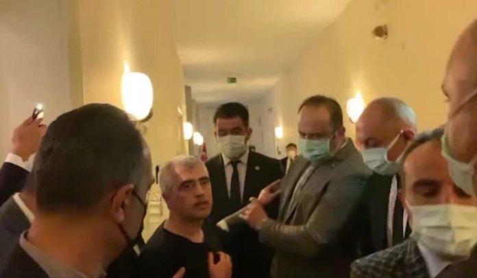 La police turque a arrêté tôt dans la matinée le célèbre défenseur des droits humains et député Ömer Faruk Gergerlioğlu dans les bureaux du Parti démocratique des Peuples (HDP) à l'assemblée nationale de Turquie.