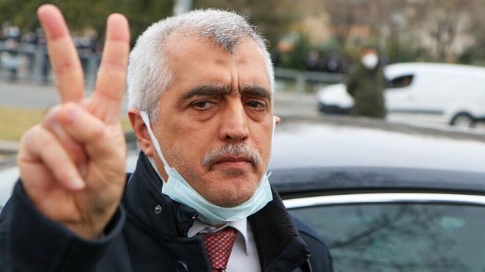 Le député du HDP Ömer Faruk Gergerlioğlu, emprisonné après la révocation de son statut de parlementaire, a déclaré : « Je suis un député du peuple, même en prison. Nous reviendrons inéluctablement. Aucune tyrannie ne pourra jamais nous arrêter».