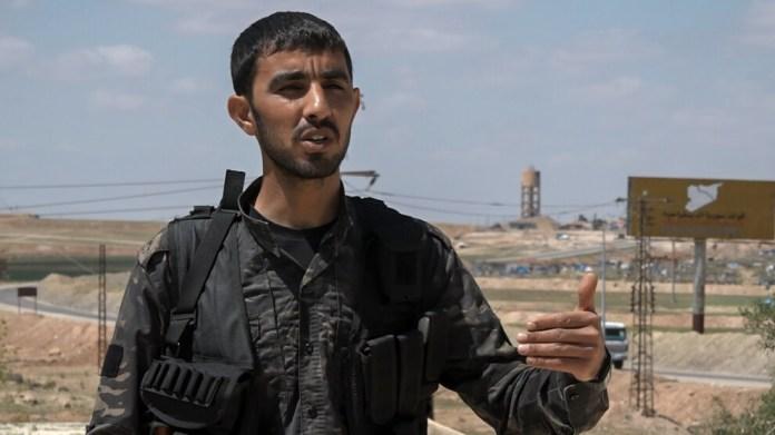 Baz Cindirês, commandants des Forces démocratiques syriennes (FDS) de Girê Spî (Tall Abyad), a évalué les attaques de l'État turc et de ses mercenaires contre la région de Ain Issa et a déclaré à l'agence de presse kurde Hawarnews que les tentatives de l'État turc de s'emparer de l'autoroute M4 hautement stratégique et des villages ont été empêchées.