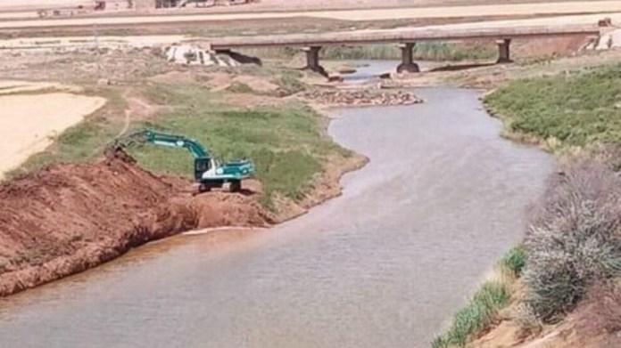 Alors que la Turquie continue de baisser le débit d'eau du fleuve Euphrate, des mercenaires djihadistes pro-turcs retiennent l'eau du fleuve Khabour dans les zones sous leur contrôle.