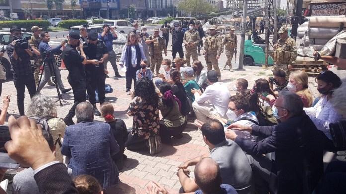 Une délégation européenne composée de plusieurs dizaines de personnes, notamment de parlementaires, s'est vue refusée la tenue d'une conférence de presse aujourd'hui à Hewler (Erbil), par les forces de sécurité du Parti démocratique du Kurdistan (PDK).